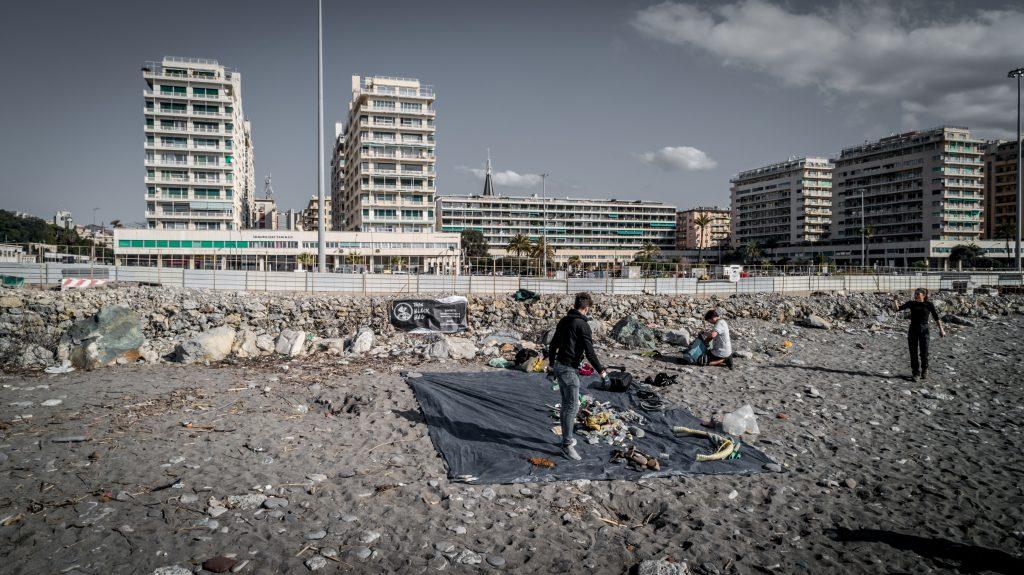 Pulizia delle spiagge a Genova