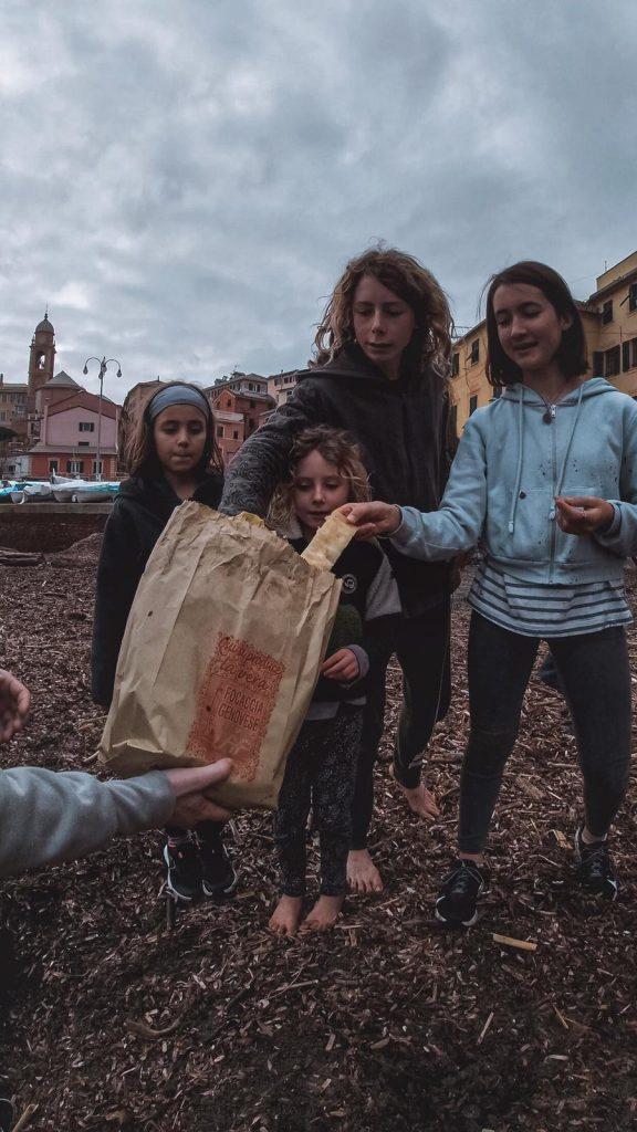 Focaccia in spiaggia a Genova Nervi